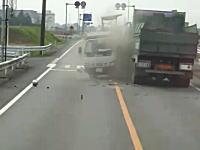 茨城県で目の前を走るトラックが怪しい動きをするので撮影していたら・・・。
