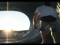 アイデアの勝利。サーフィンの上級技「チューブライディング」を安全にやってみた