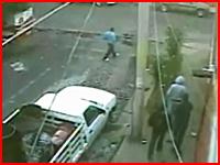 メキシコで起きたギャング同士の抗争。奇襲攻撃を撮影したビデオ。怖すぎ。