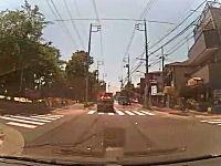 ドライブレコーダーから学ぶ危険予測。信号の無い横断歩道で脇から突然!