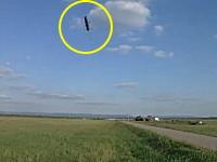 ミサイルの軌道上にカメラを設置して迫ってくる様子を撮影したビデオ。軍事。