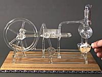 スケスケ丸見えエンジン。ガラス作られた蒸気機関の映像。これは素敵だ。