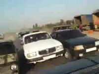 狂気のロシア。狂ったドライバーがたくさんいるデンジャラスな道路。なにこれw