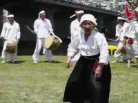 身体障害者、知的障害者等の真似をして踊りみんなであざけ笑う韓国のお祭り