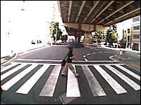 殺人フォレスター。横断歩道で歩行者ギリギリセーフ。間一髪なドラレコ動画