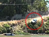 コースを外れた車がダイレクトに川にドーン!動画。タルガレストポイントラリー