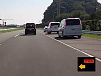 日産。運転中に追突しそうになると自動的にハンドルで避けるシステム。