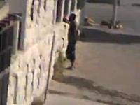 シリアでアサド政権の民兵を狙撃するスナイパー(反体制派)からの映像。