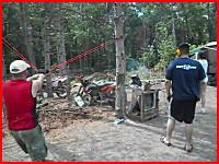 2本の木を利用した大きなパチンコで飛ばしたビール缶が帰ってきた(@_@;)
