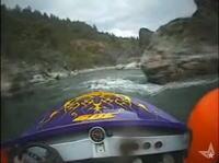 時速180キロ!パワーボートで川くだりする爽快なムービー