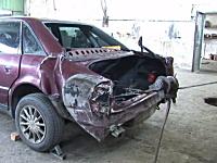 事故ってトランク部分を盛大にベコらせた車を復元させるリペア職人のワザが凄い。