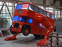 なにこれキモい。腕立て伏せをする二階建てバスが完成。旧ルートマスター