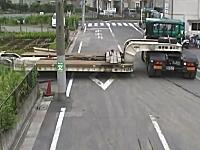 16輪ステアリングトレーラーという特殊な車両が狭い場所に車庫入れ動画