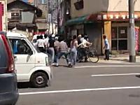 西成区でワゴン車が暴走。その暴走している車の映像が撮影され公開される