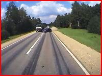スピンして道路からぶっ飛んでいった車を追いかけてみたら大惨事に・・・。