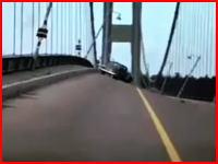 突風でグワングワン揺れるタコマナローズ橋 最終的に崩壊しちゃう(@_@;)