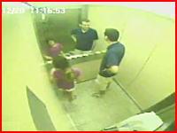 これは((((;゚Д゚))))ガクガクブルブル最強に危険なエレベーター事故の監視カメラの映像