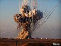 どかーん! 押収した大量の白リン弾をまとめて爆発させたら綺麗になった